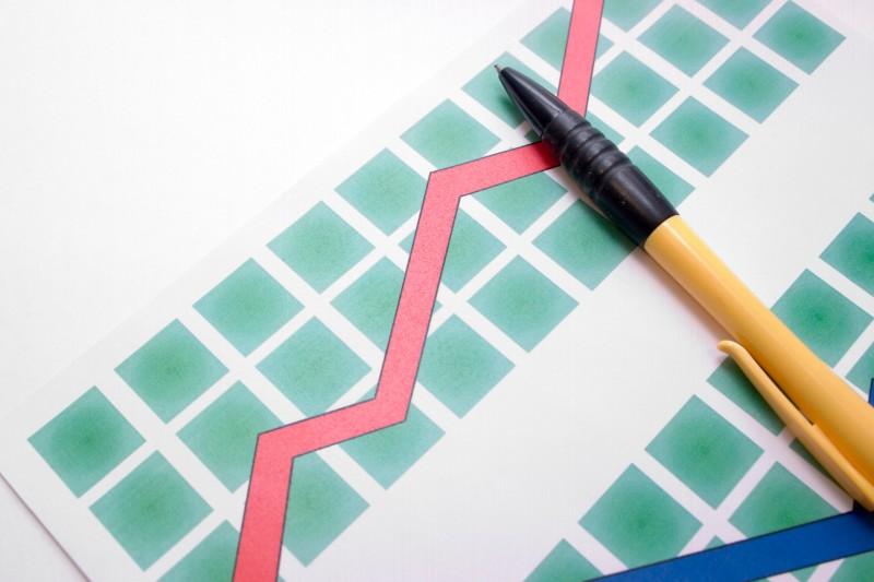 stockvault-pen-on-diagram103905