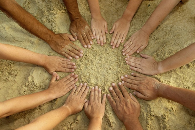 People's mandala – 12 hands